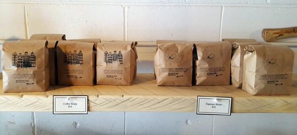 Постійними замовленнями вас можуть забезпечити виробники кормів для тварин, будівельних матеріалів і сумішей, постачальники вагового кави та чаю, які розфасовують свою продукцію у паперові пакети, пекарні, продавці курей-гриль, тощо.