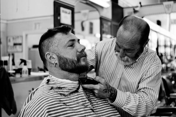 В мегаполісах інтерес до барбершопів формується, росте, та незабаром цілком ймовірно, що чимало молодих (саме вони стають переважно споживачами) людей перестане мати свого перукаря, але буде мати свого барбера.