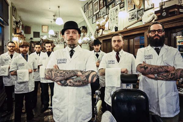 Потрібно найняти барберів, які не лише орудують бритвою, але і вміють робити хороші чоловічі зачіски та стригти бороду