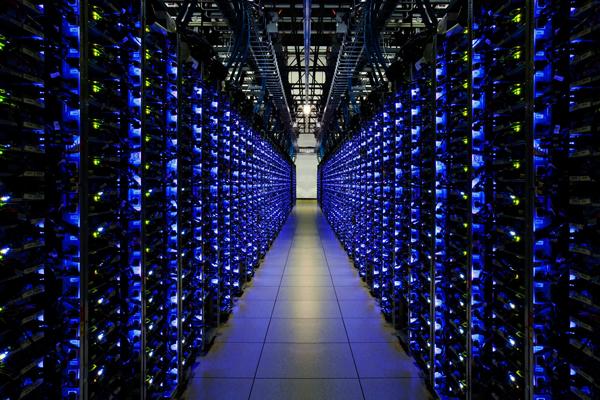 Компанії, які володіють достатньою кількістю ресурсів для створення великих майнінгових центрів, дають можливість користувачам орендувати майнінгові потужності, а також необхідне обладнання або програмне забезпечення на певний визначений період