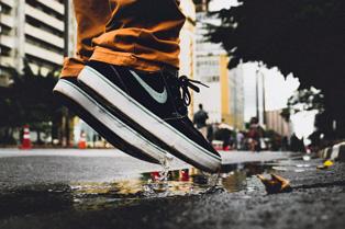 Снікер хімчистка – як заробити на чистці кросівок