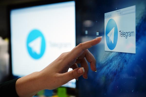 Логотип повинен бути таким, що запам'ятовується і без дрібних деталей, щоб все було добре видно в дрібному круглому аватарі Телеграма